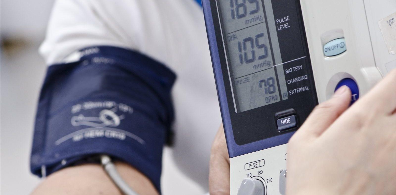 Как снизить повышенное артериальное давление в домашних условиях